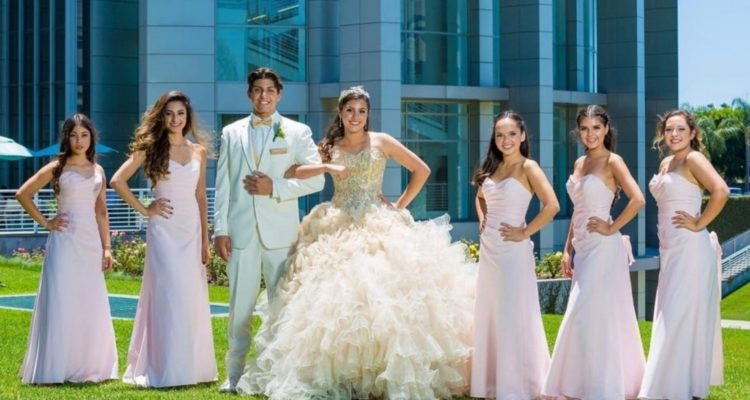 quinceanera_and_her_court-min