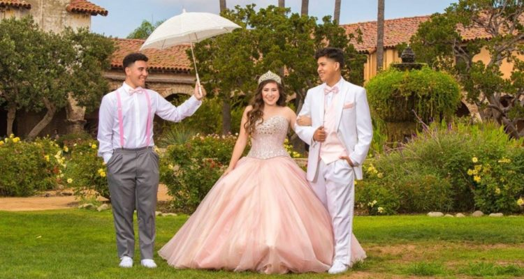 quinceanera_and_chambelanes-min