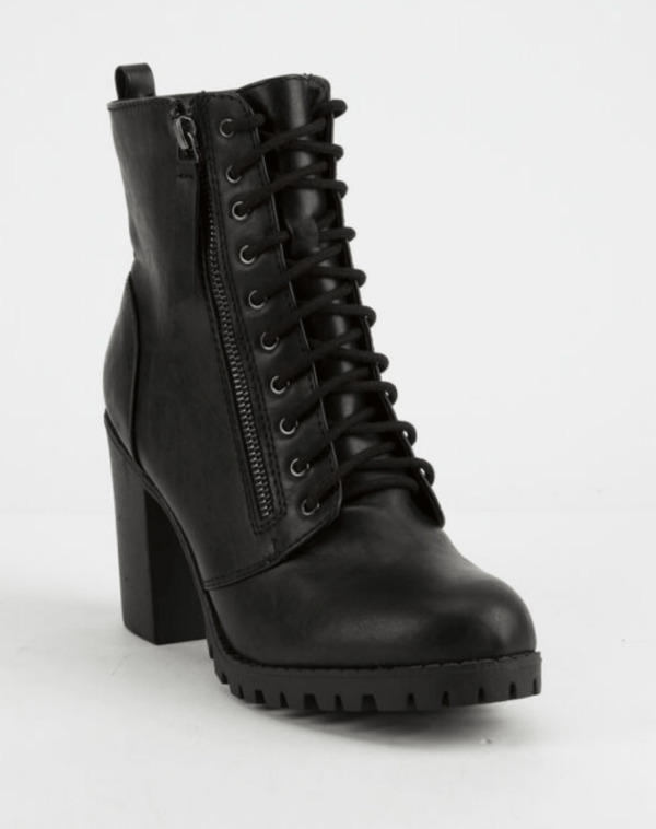 Laced-up-black-boots-with-block-heel